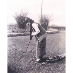 SG2127 vintage photo retro woman golfing outfit gol