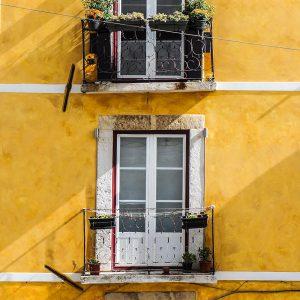 TM2957 yellow balcony