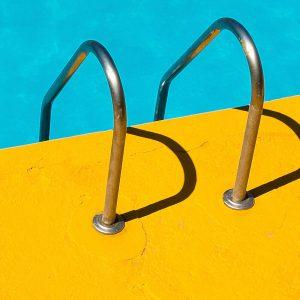 TM2960 yellow swimming pool detail