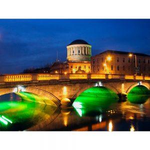 SG3196 four courts building dublin ireland river liffey bridge night