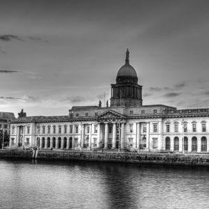 SG3780 dublin ireland city black white