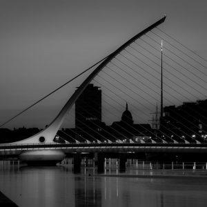 SG3785 dublin ireland city black white
