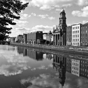 SG3795 dublin ireland city black white