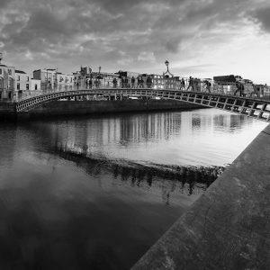 SG3803 dublin ireland city black white