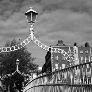 SG3806 dublin ireland city hapenny bridge black white