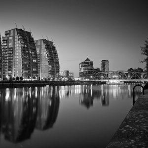 SG3895 manchester city black white